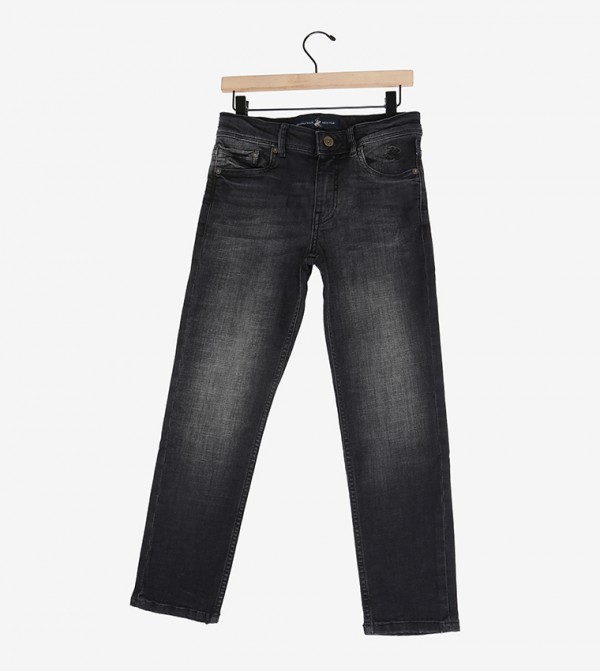 جينز ضيق أسود