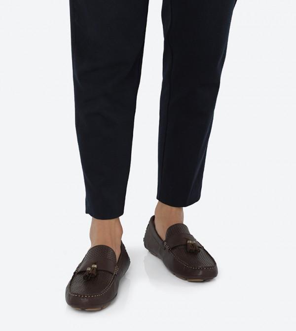 حذاء لون بني