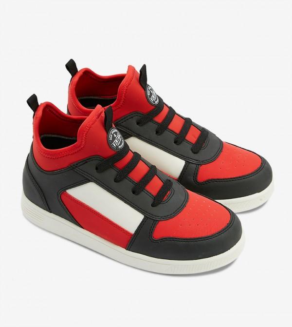 حذاء أوكاوليا بلون أسود