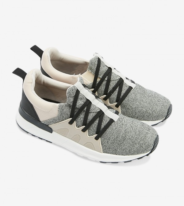 حذاء كاركيكسن بلون رمادي