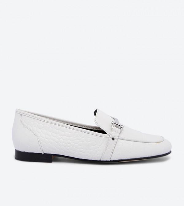 حذاء لوفر أستاويا بتصميم لامع مع تفاصيل أنيقة وكعب عريض