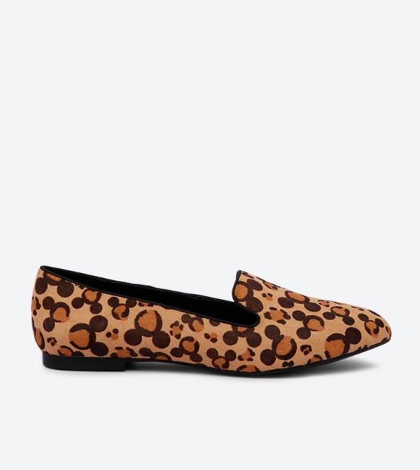 حذاء لوفر كابا ميكي بتصميم مطبّع ومقدمة مستديرة