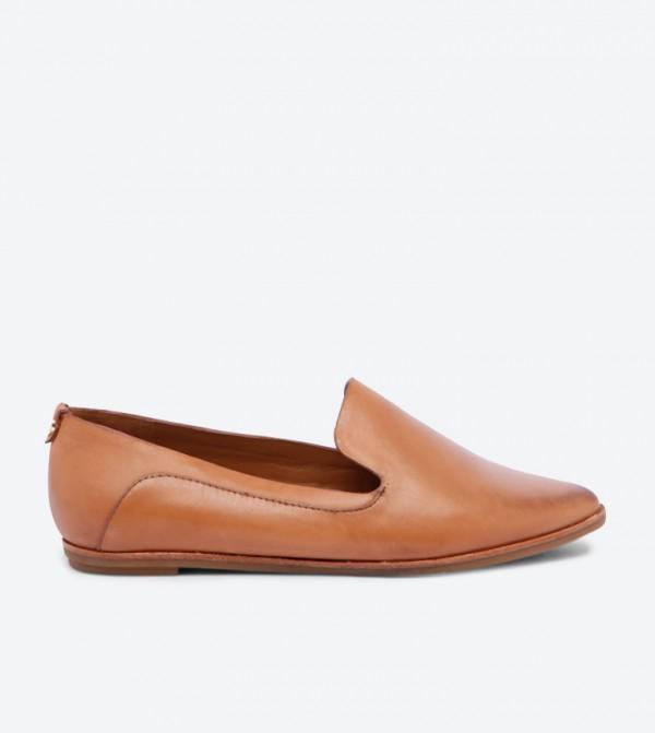 حذاء لوفر أونيفل بمقدمة مدببة وتصميم عصري