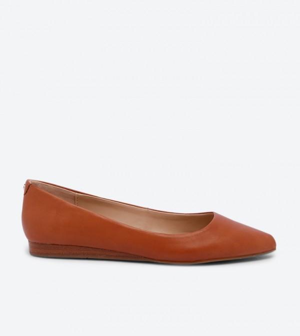 حذاء باليرينا زاريني بتصميم لامع ومقدمة مدببة