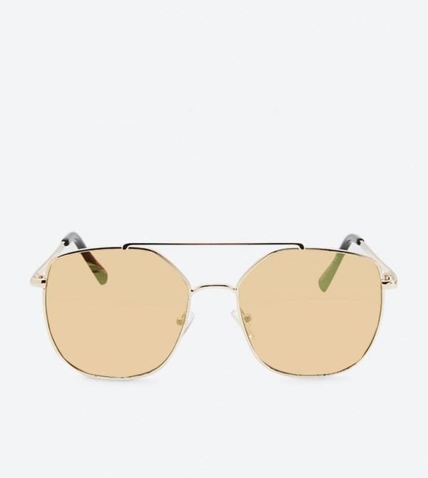 نظارات شمسية بلون ذهبي