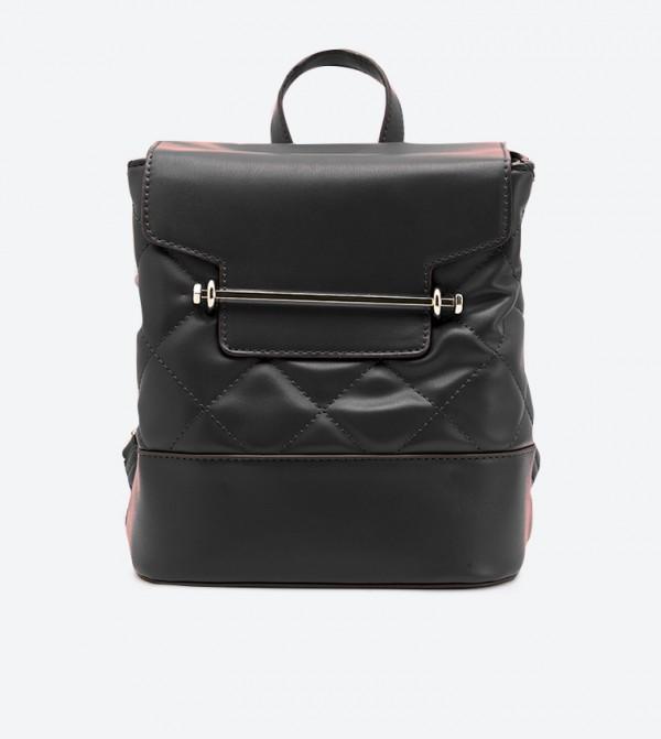 حقيبة ظهر بتصميم مبطن وجيب مطوي للأمام لون أسود