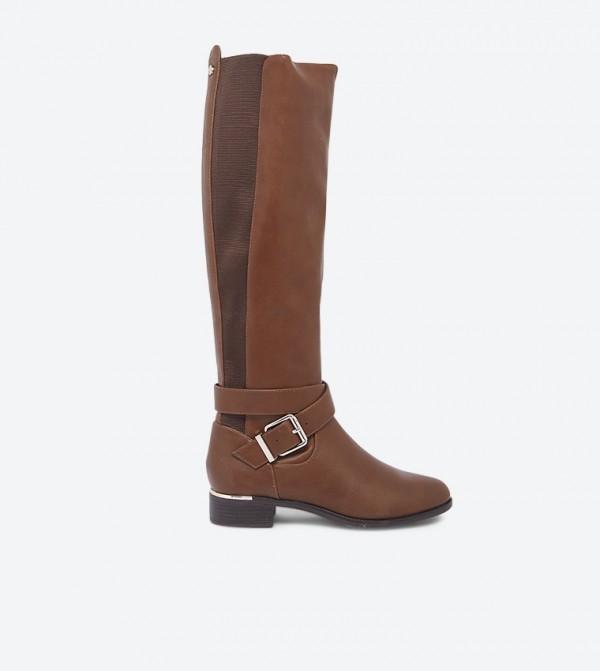 حذاء أرامبيلا بتفاصيل أنيقة بلون مغاير