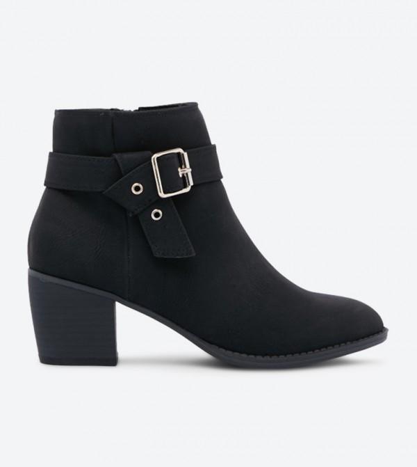 حذاء كارنيليا بتفاصيل أنيقة بلون مغاير