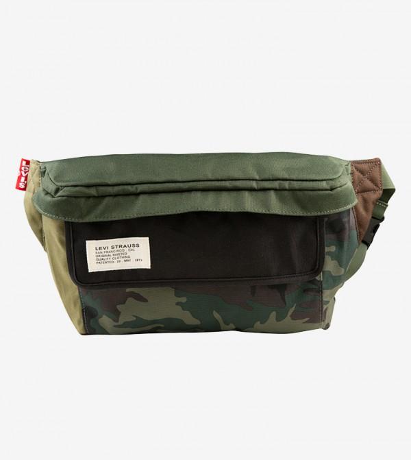 حقيبة ظهر بلون أخضر