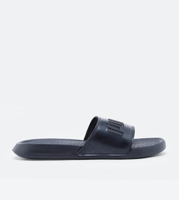حذاء شاتر أكس تي شفت