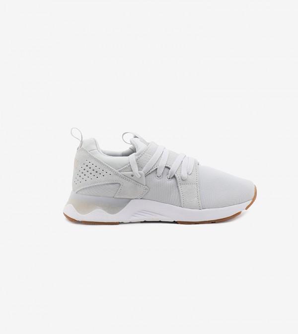 حذاء رياضي للنساء