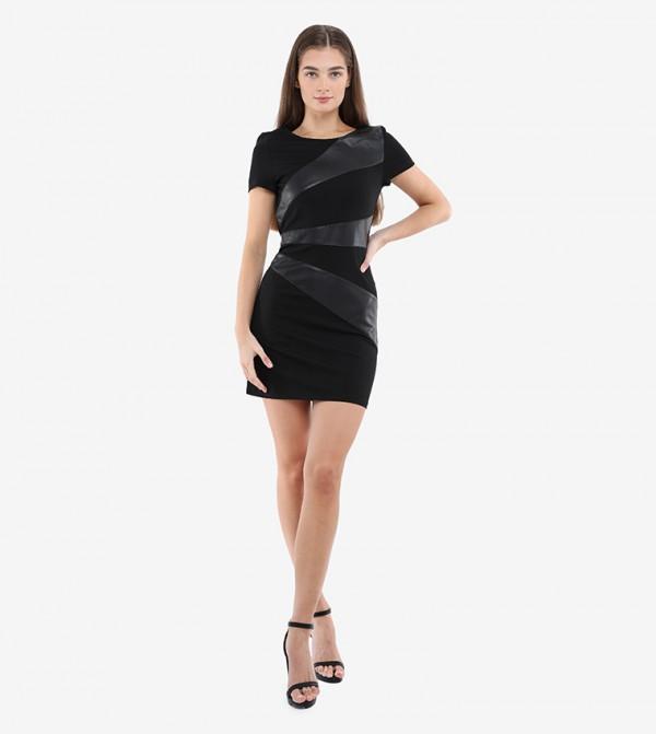 فستان طويل من الجلد الصناعي