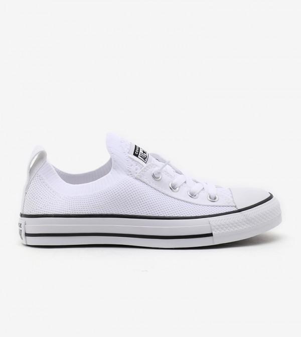 حذاء من الكانفاس بأربطة للإغلاق
