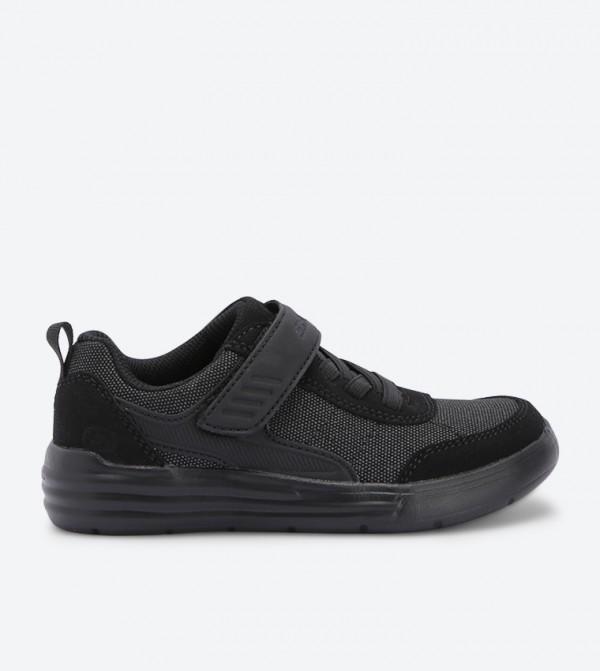 حذاء رياضي بلون أسود