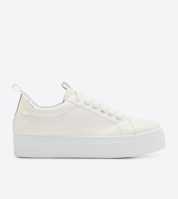 حذاء رياضي مع أربطة لون أبيض