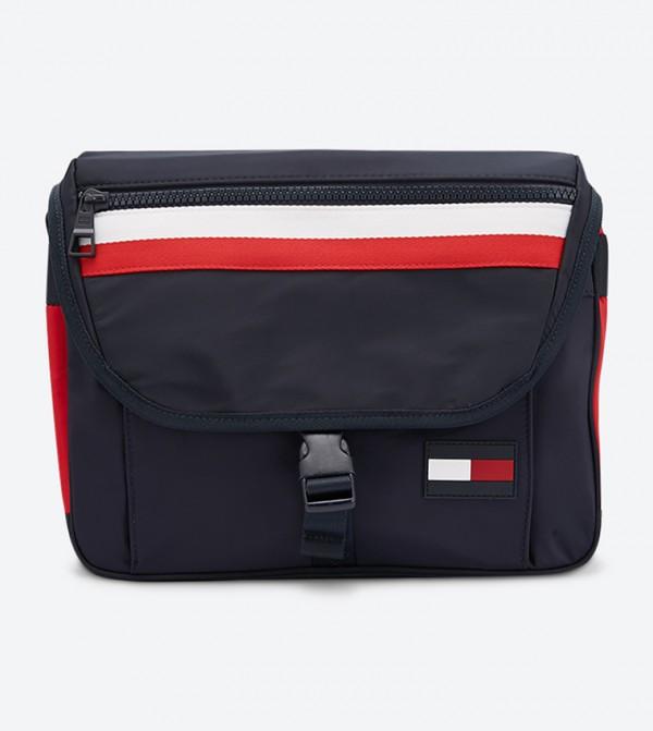 حقيبة رياضية مع مشبك للإغلاق مزيّنة بألوان الشعار لون كحلي