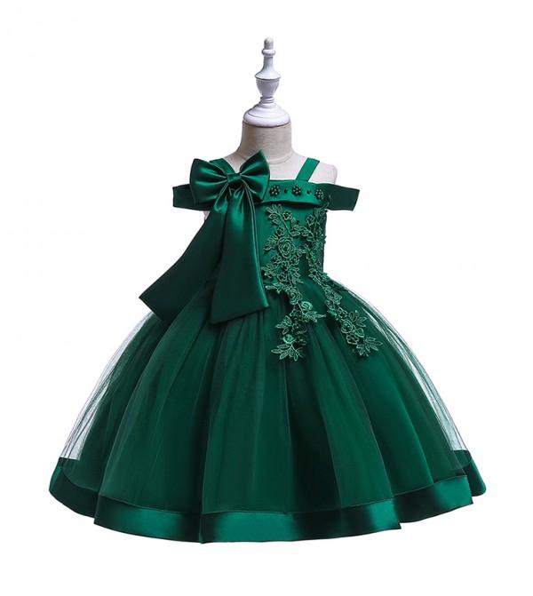 فستان حفلات بأكتاف مكشوفة