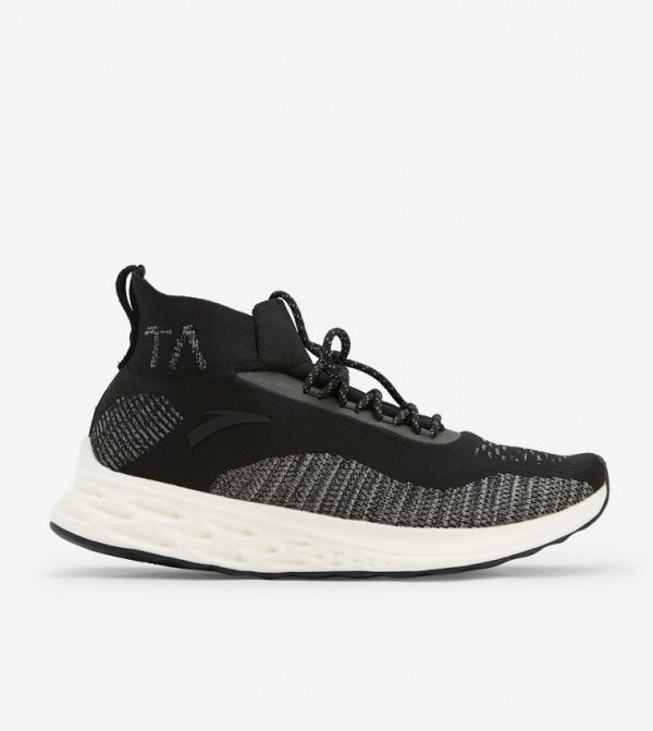 AN82845530-1-BLACK-WHITE