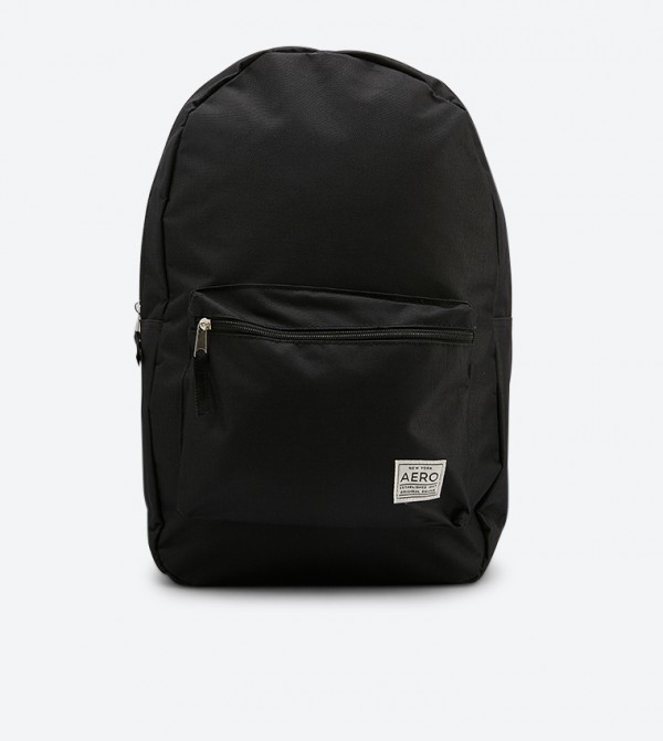حقيبة ظهر بلون أسود