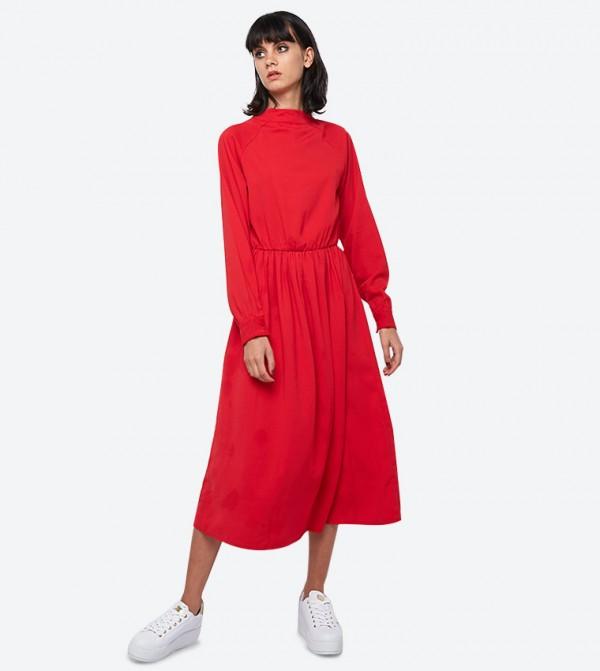 فستان بأكمام طويلة لون أحمر