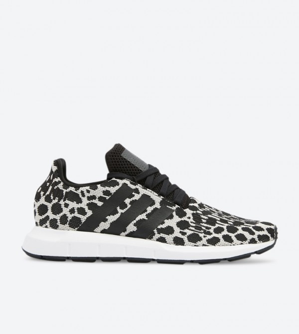 Swift Run Low Top Round Toe Lace-Up Sneakers - Multi
