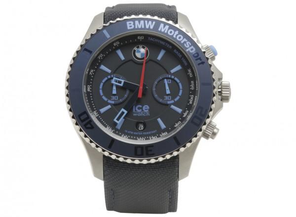 ساعة يد زرقاء