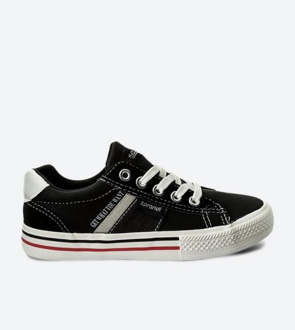 حذاء سنيكرز بلون أسود
