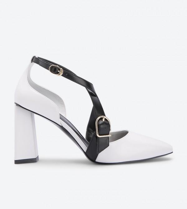 حذاء بكعب عريض لون أبيض