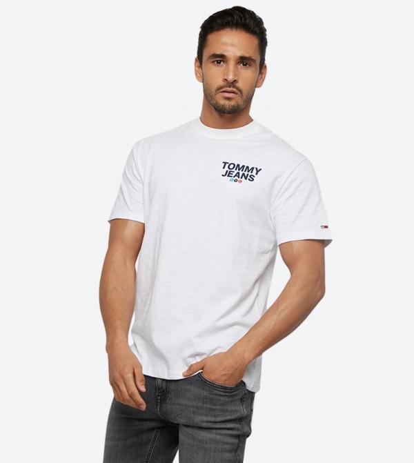 تي شيرت بأكمام قصيرة مزيّن بشعار تومي جينز لون أبيض