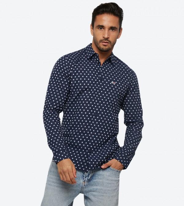 قميص بأكمام طويلة مزيّن بشعار تومي لون أزرق