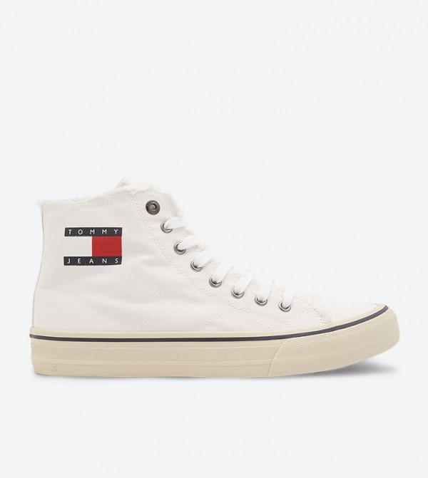 حذاء بساق مرتفع وأربطة للإغلاق لون أبيض