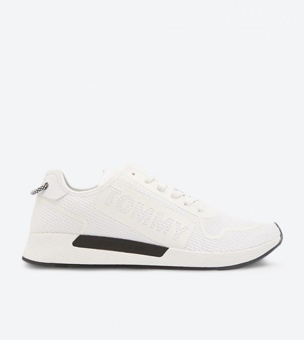 حذاء رياضي مع أربطة للإغلاق لون أبيض