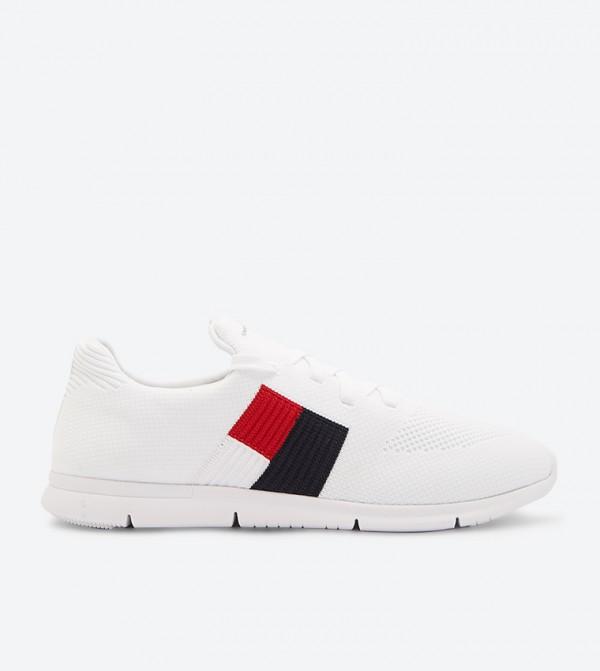 حذاء رياضي بأربطة للإغلاق لون أبيض