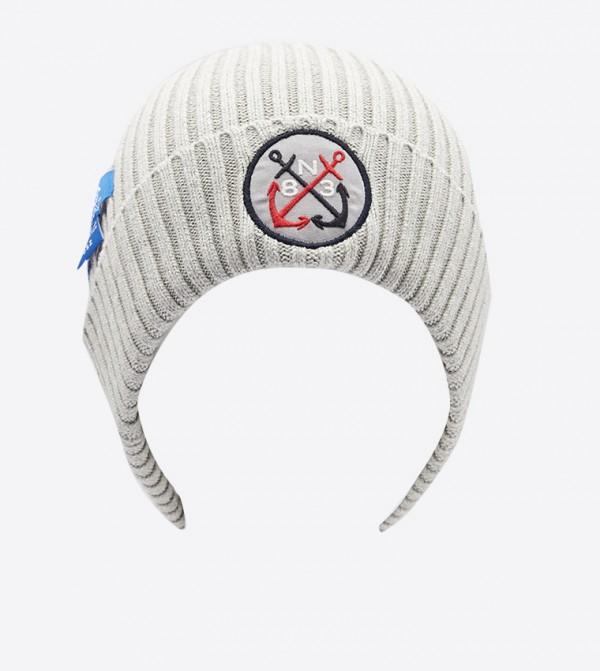 قبعة بشعار نوتيكا لون رمادي