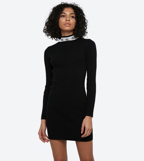 فستان بأكمام طويلة وياقة عالية لون أسود