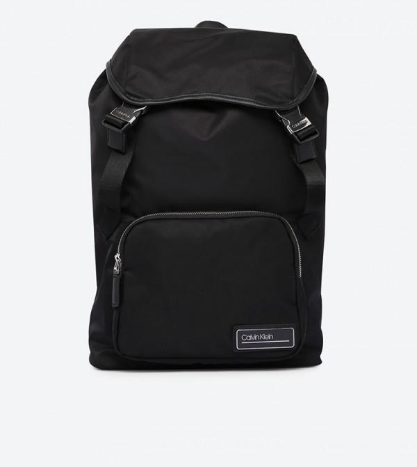 حقيبة ظهر مع جيب أمامي بسحاب ورباط للإغلاق لون أسود
