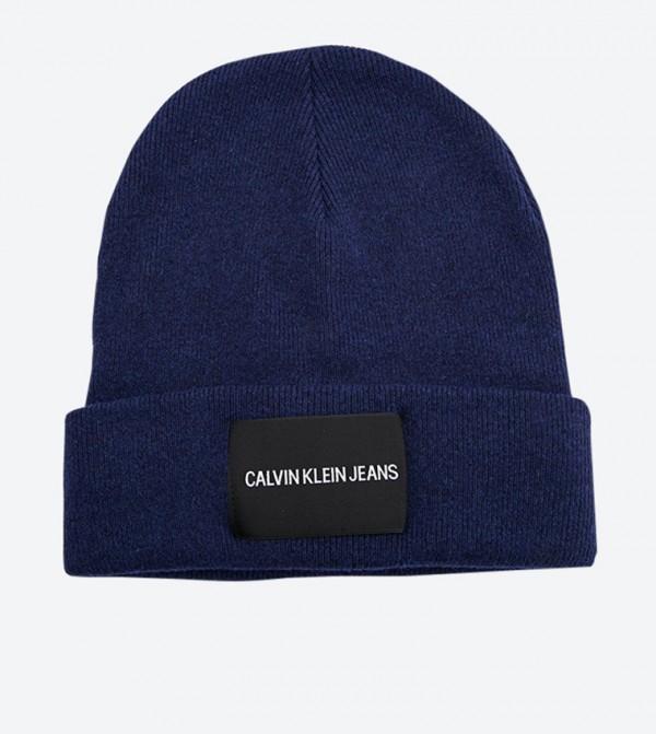قبعة بشعار كالفين كلاين لون أزرق