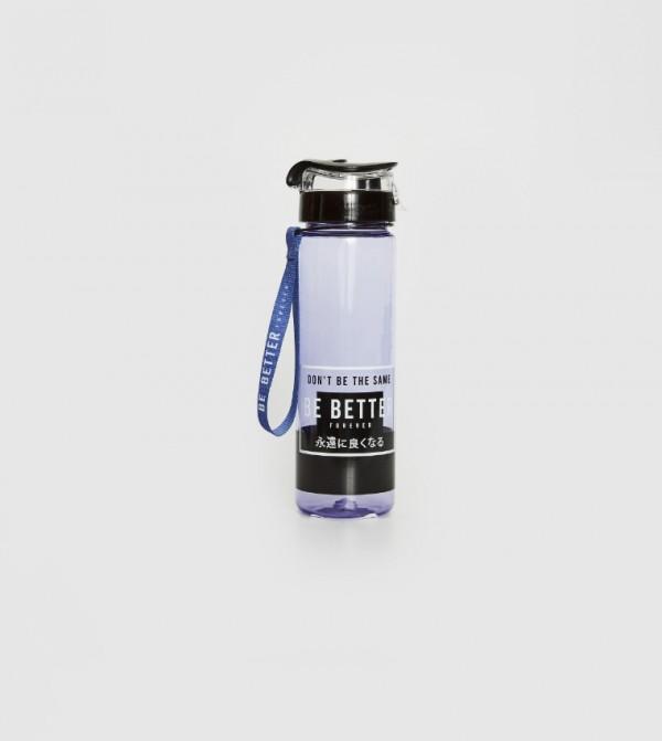 زجاجة ماء بطبعة حرف