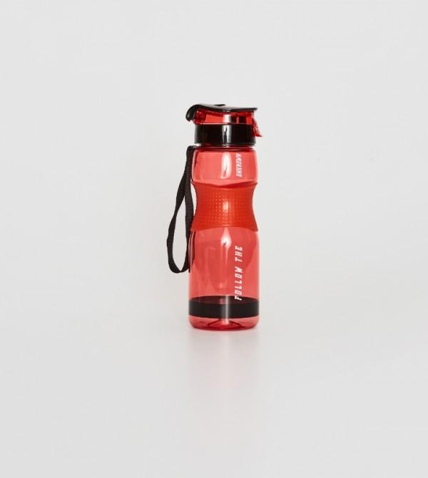 زجاجة ماء شفافة بغطاء