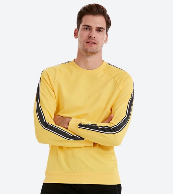 كنزة بأكمام طويلة لون أصفر