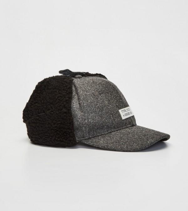قبعة الكاشيت ذات أذنين