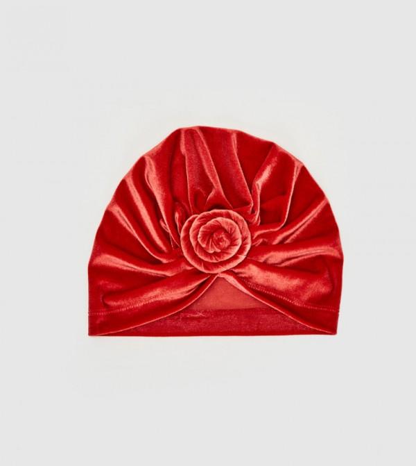 قبعة صغيرة مخملية