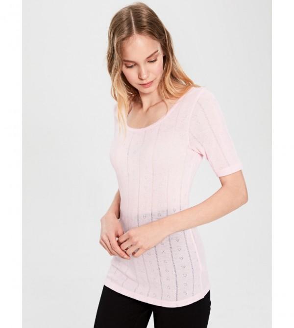 قميص داخلي منقوشة بأكمام قصيرة وياقة على شكل حرف U