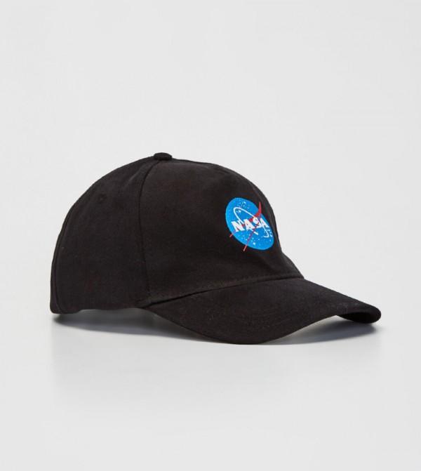 قبعة بشعار ناسا