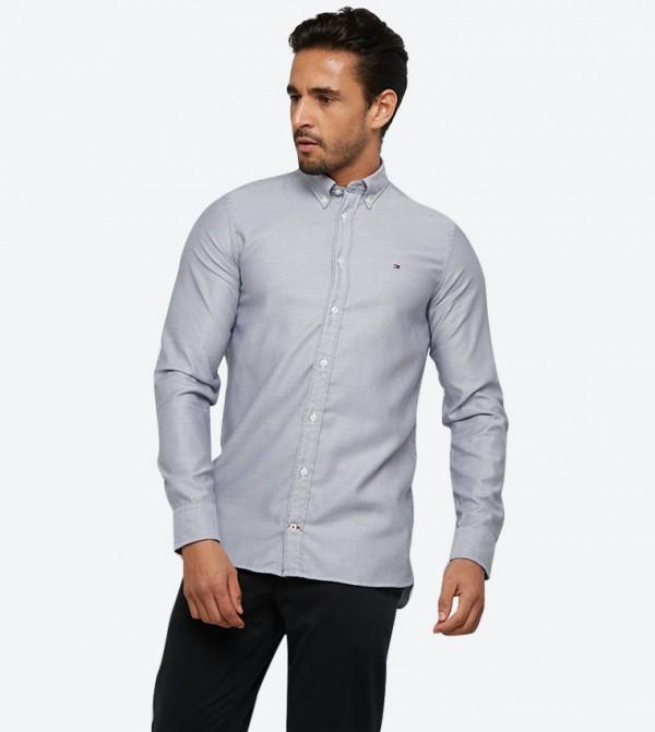 قميص بقصّة ضيّقة وأكمام طويلة لون رمادي