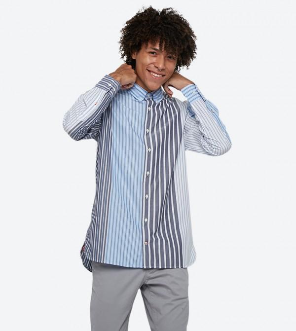 قميص مخطط بلون أزرق