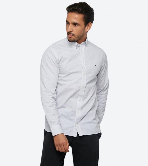 قميص بنمط منقّط وأكمام طويلة لون أبيض