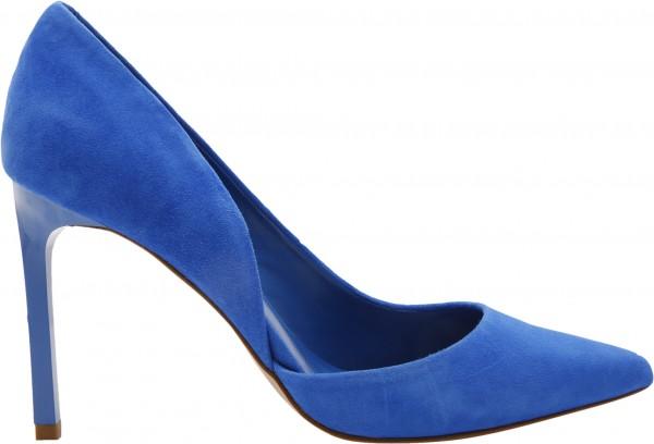 حذاء بلون أزرق