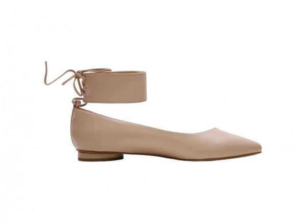 حذاء بلون بيج