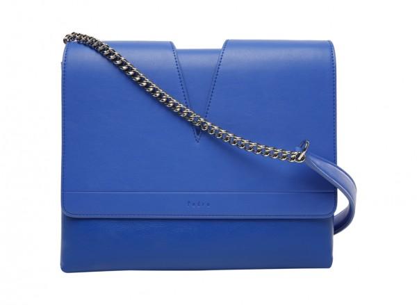 حقيبة بلون أزرق
